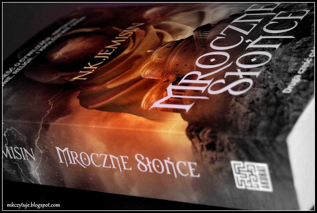 mroczne-slonce-j-k-jemisin-czyli-ii-czesc-cyklu-sen-o-krwi