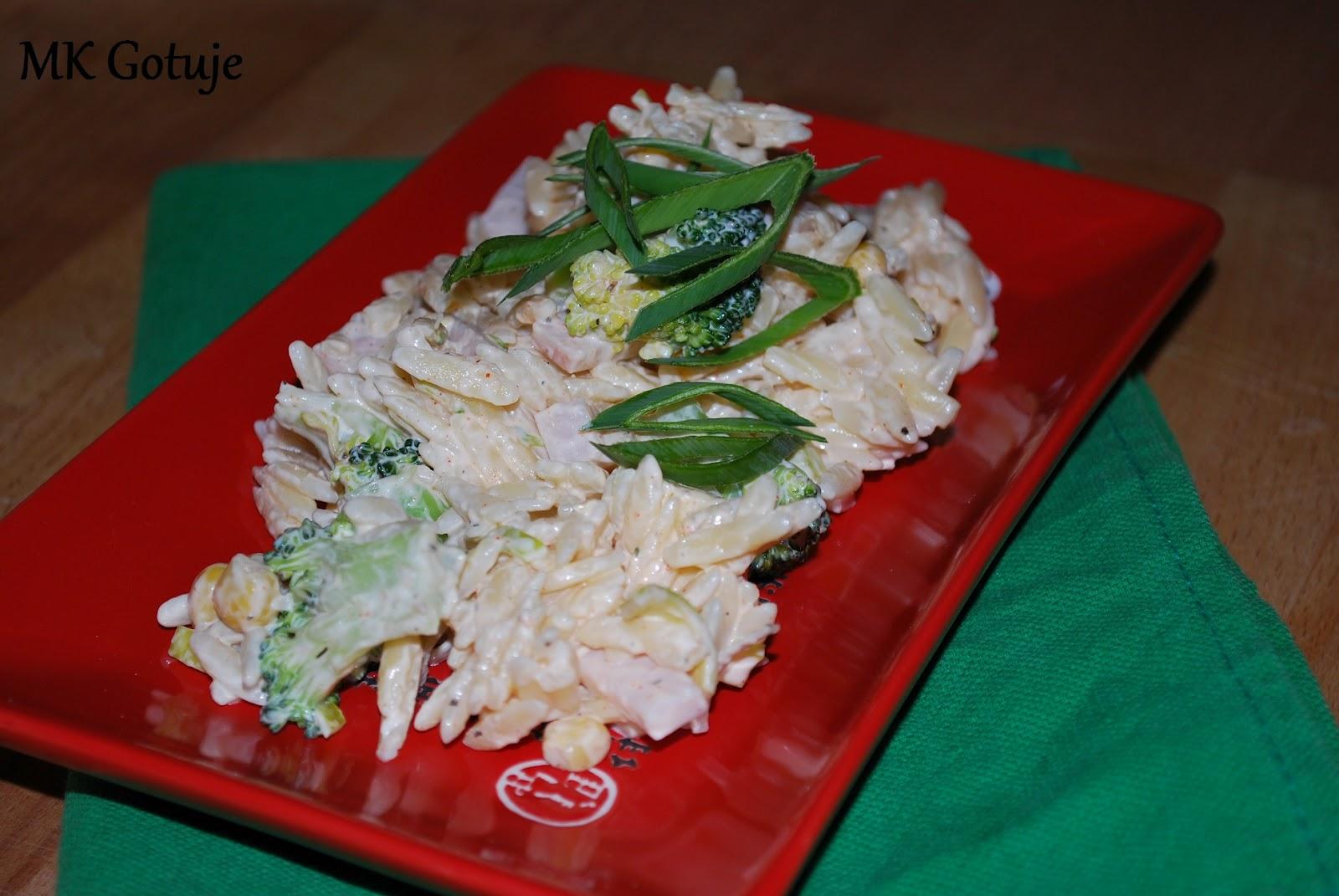 salatka-z-makaronu-ryzowego-z-brokulemporem-i-kukurydza