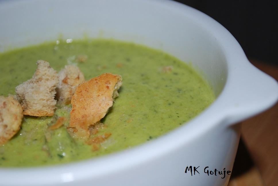 zupa-krem-wiosenna-ze-szparagow-cukinii-i-marchewki