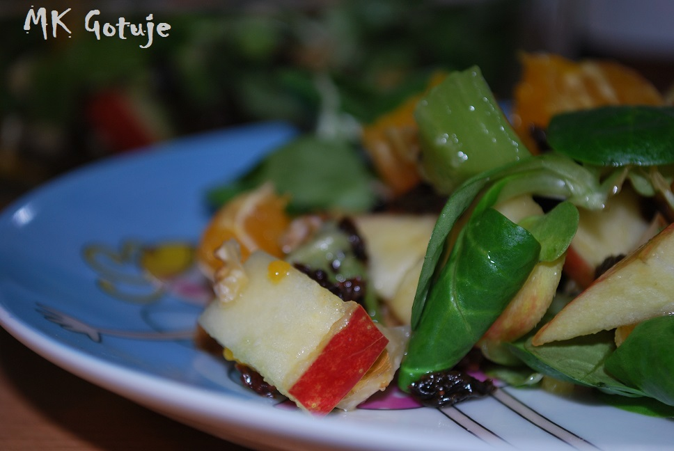 salatka-owocowa-z-roszponka-i-bakaliami