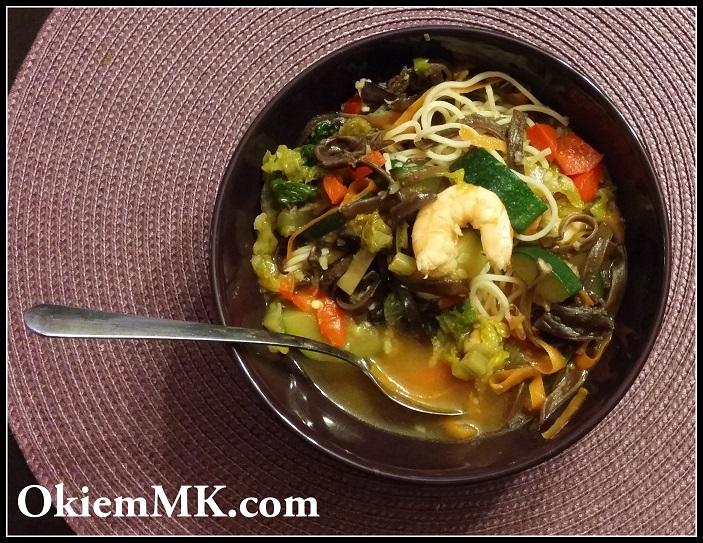 zupa-w-chinskim-stylu-z-krewetkami-i-rosolem-na-ich-pancerzykach