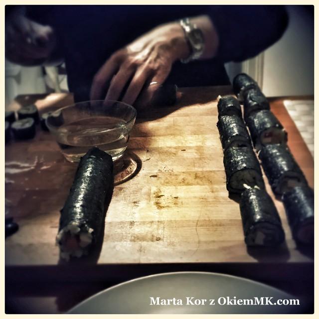 sushi-z-marchewka-salata-i-pozornie-nie-pasujacymi-skladnikami