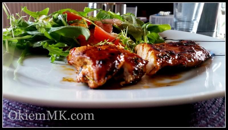 soczysty-kurczak-w-miodowo-paprykowej-panierce-oraz-salatka-z-rukoli-z-wedzona-szynka-i-mozzarella