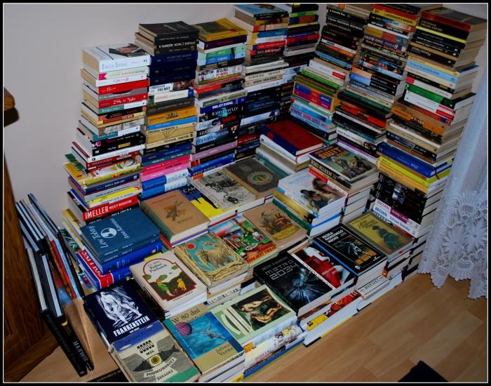 książki z jasnego regału