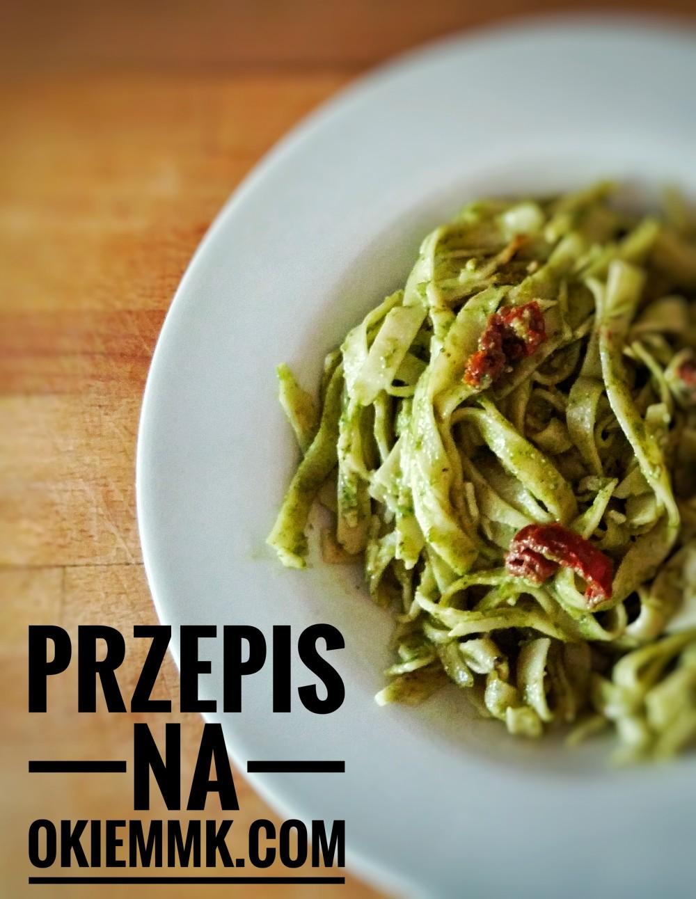 makaron-tagliatelle-z-pietruszkowym-pesto-i-suszonymi-pomidorami