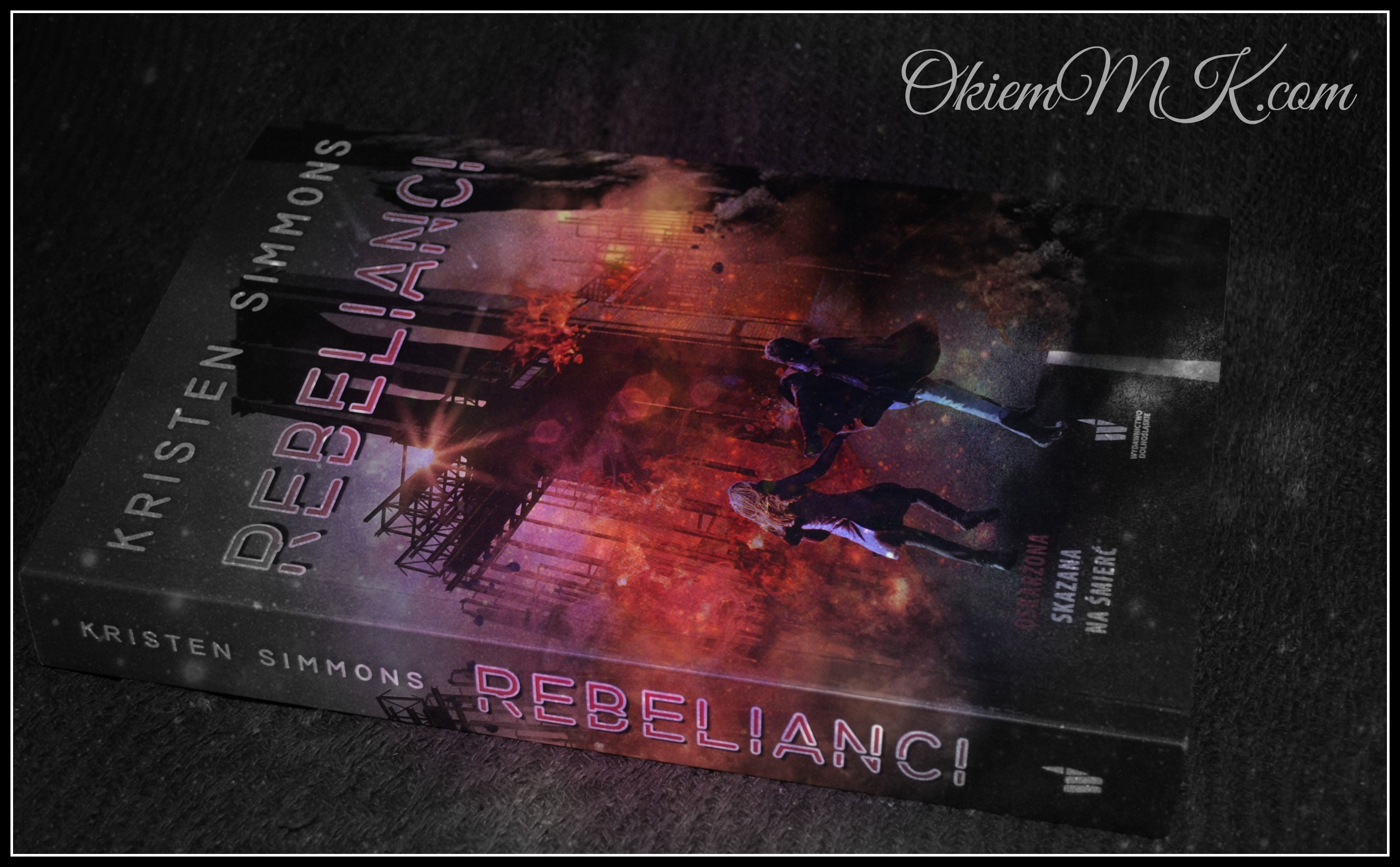rebelianci-czyli-kontynuacja-ultrakonserwatywnego-swiata-z-paragrafu-5-autorstwa-kristen-simmons-recenzja